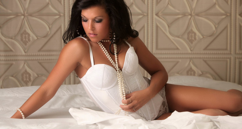 Live Broadcast – Shooting Promo for your Valentine Boudoir Promo