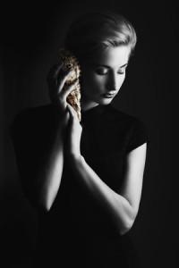 low-key-dramatic-portrait-photography